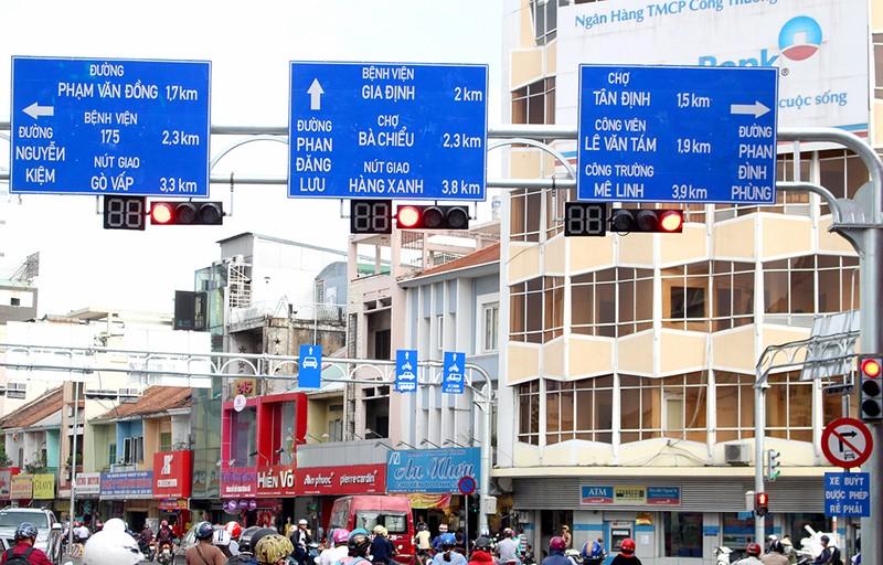TP.HCM thay hàng loạt biển báo giao thông - ảnh 3