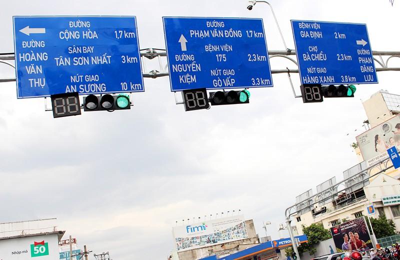 TP.HCM thay hàng loạt biển báo giao thông - ảnh 5
