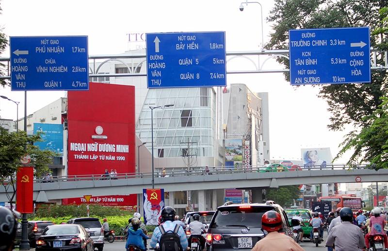 TP.HCM thay hàng loạt biển báo giao thông - ảnh 7