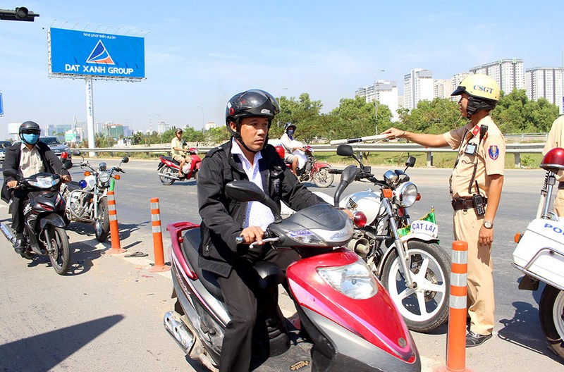 Thưa thớt xe máy đi vào đường dẫn cao tốc Long Thành - ảnh 1