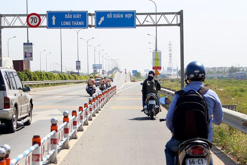 Thưa thớt xe máy đi vào đường dẫn cao tốc Long Thành - ảnh 4