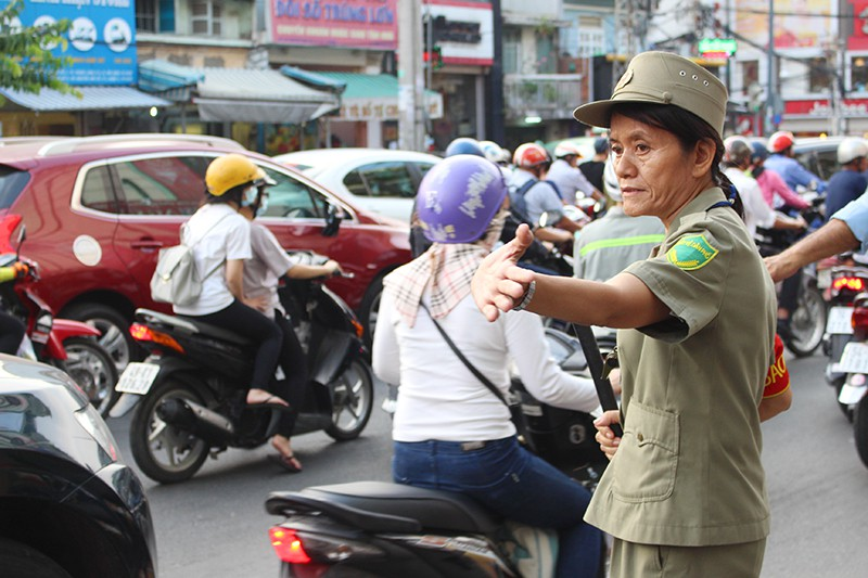 Giải tỏa ùn tắc chân cầu Nguyễn Văn Cừ như thế nào? - ảnh 3