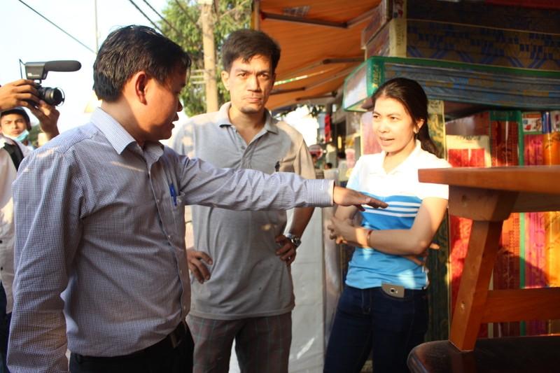 Quận Bình Tân  mạnh tay phạt vi phạm vỉa hè  - ảnh 1