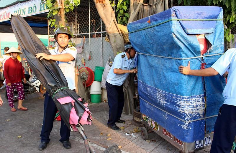 Quận Bình Tân  mạnh tay phạt vi phạm vỉa hè  - ảnh 9