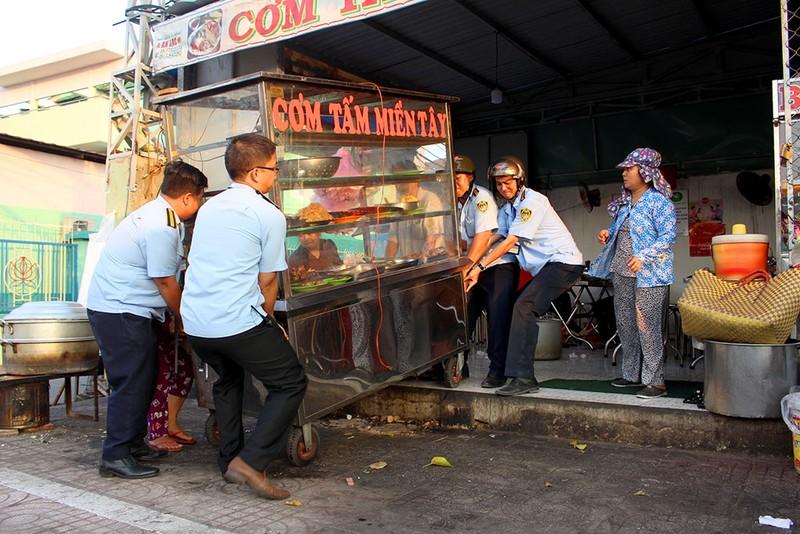 Quận Bình Tân  mạnh tay phạt vi phạm vỉa hè  - ảnh 11