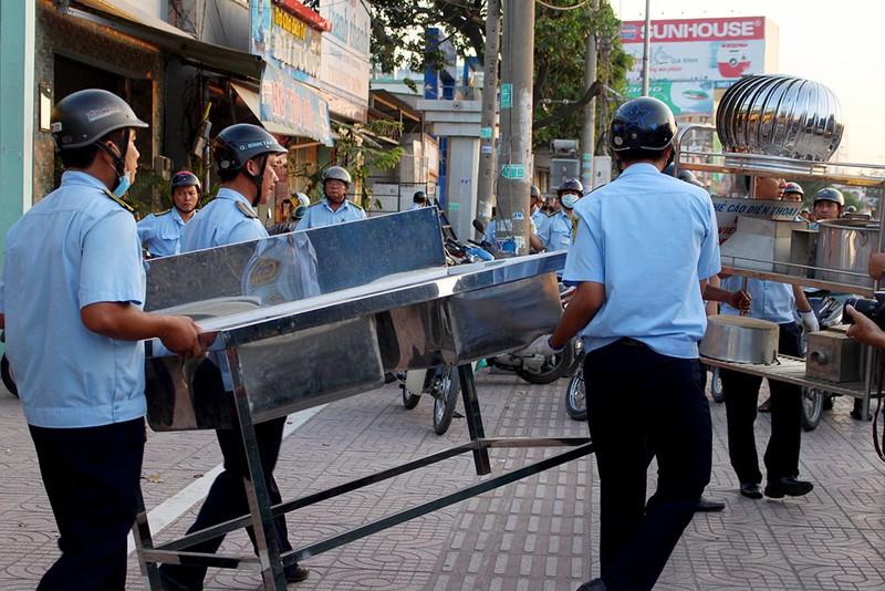 Quận Bình Tân  mạnh tay phạt vi phạm vỉa hè  - ảnh 6