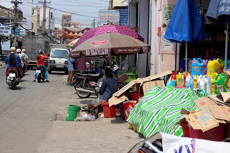 Giải tỏa 150 hộ buôn bán chiếm vỉa hè quanh chợ Thủ Đức - ảnh 4