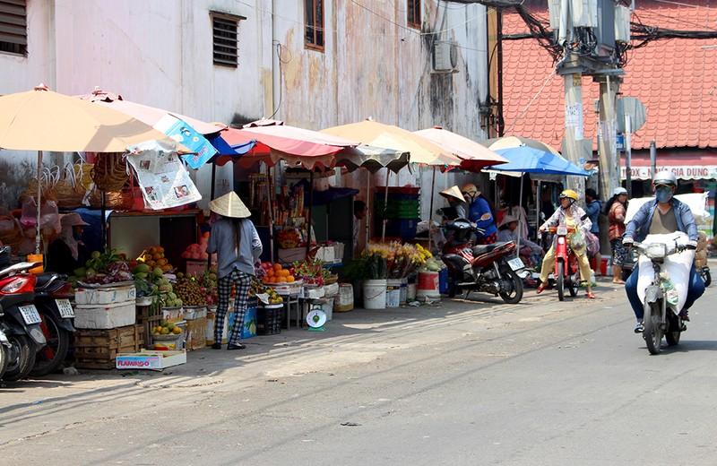 Giải tỏa 150 hộ buôn bán chiếm vỉa hè quanh chợ Thủ Đức - ảnh 3