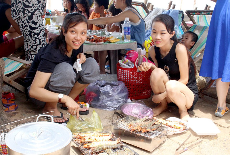'Chảy nước miếng' với chợ hải sản ở Hồ Tràm - ảnh 6