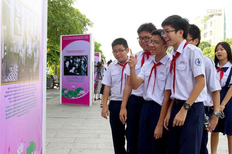 Triển lãm ảnh nhân kỷ niệm 127 năm ngày sinh Bác Hồ - ảnh 5