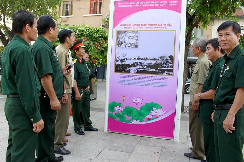 Triển lãm ảnh nhân kỷ niệm 127 năm ngày sinh Bác Hồ - ảnh 8