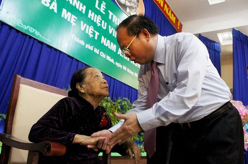 Truy tặng danh hiệu Bà mẹ VNAH cho 38 mẹ ở TP.HCM - ảnh 2