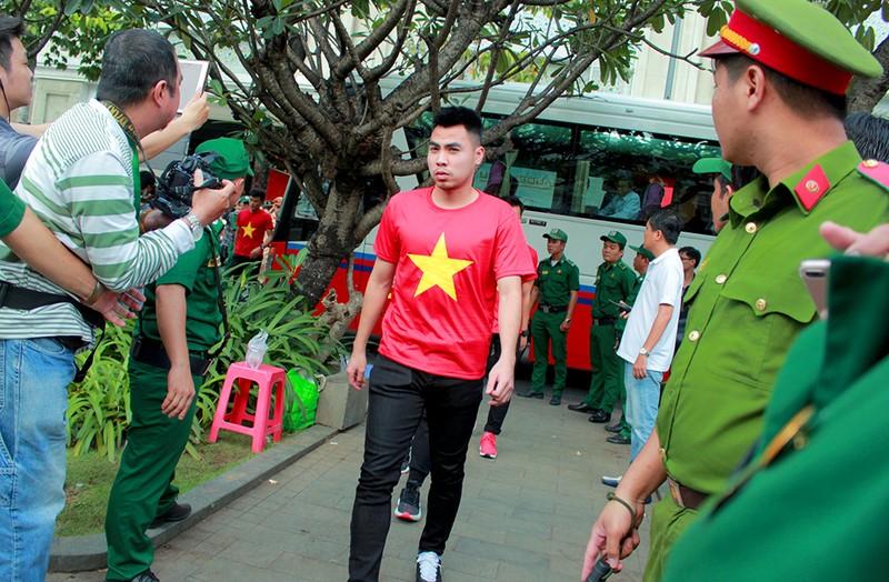 Cận mặt những 'soái ca' của U-23 Việt Nam ở phố đi bộ - ảnh 9