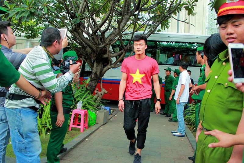 Cận mặt những 'soái ca' của U-23 Việt Nam ở phố đi bộ - ảnh 2
