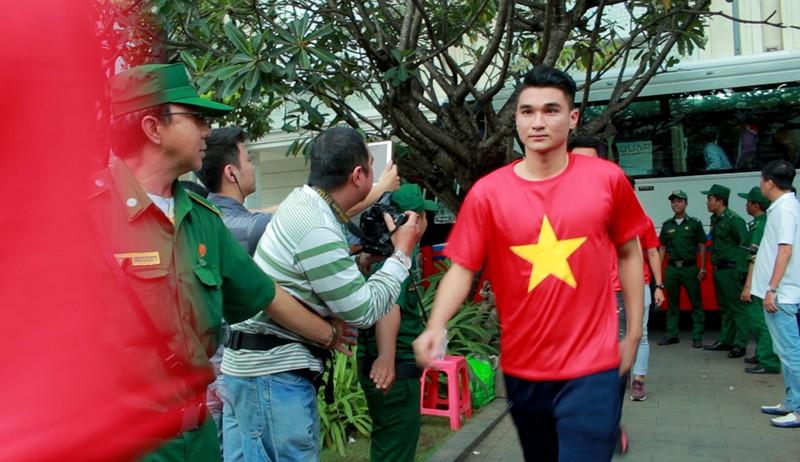 Cận mặt những 'soái ca' của U-23 Việt Nam ở phố đi bộ - ảnh 11