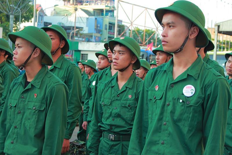 Tân Bình: Nhiều thanh niên viết đơn tự nguyện nhập ngũ  - ảnh 1