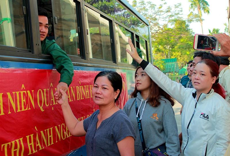 Tân Bình: Nhiều thanh niên viết đơn tự nguyện nhập ngũ  - ảnh 9