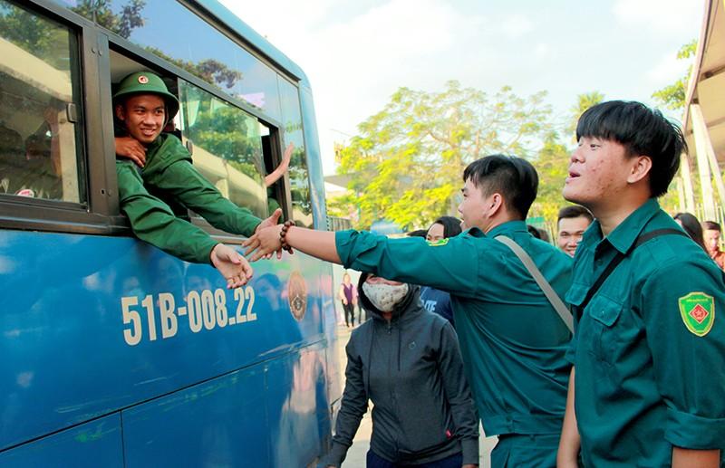 Tân Bình: Nhiều thanh niên viết đơn tự nguyện nhập ngũ  - ảnh 8