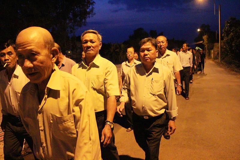 Cả xã hẹn nhau đi viếng nguyên Thủ tướng Phan Văn Khải - ảnh 2