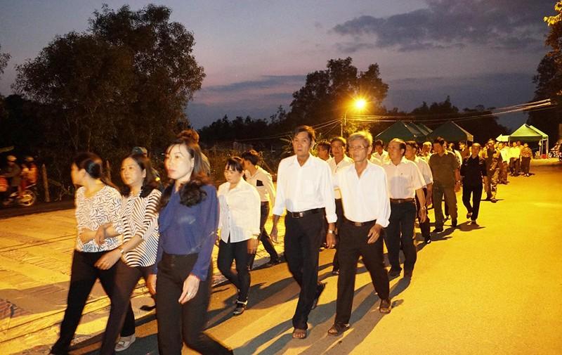 Cả xã hẹn nhau đi viếng nguyên Thủ tướng Phan Văn Khải - ảnh 1