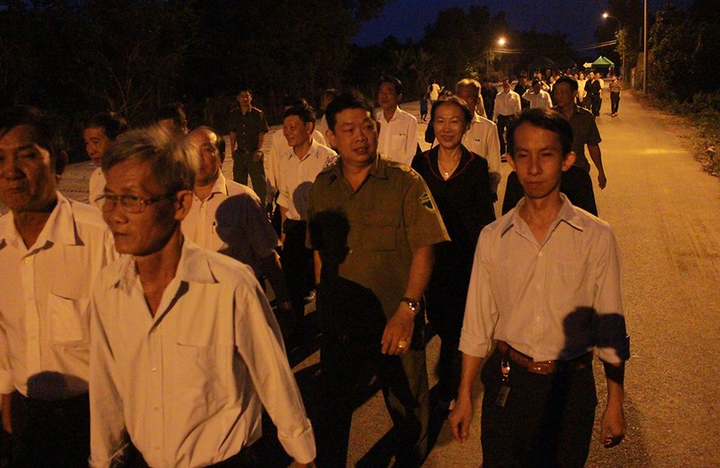 Cả xã hẹn nhau đi viếng nguyên Thủ tướng Phan Văn Khải - ảnh 4