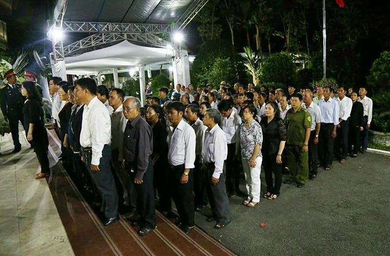 Cả xã hẹn nhau đi viếng nguyên Thủ tướng Phan Văn Khải - ảnh 6