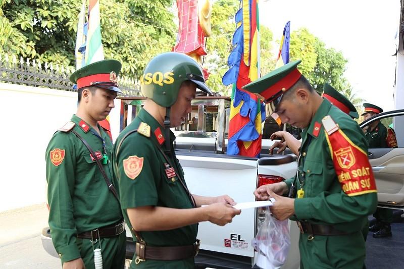 Xe tang vào đón linh cữu cố Thủ tướng Phan Văn Khải - ảnh 4