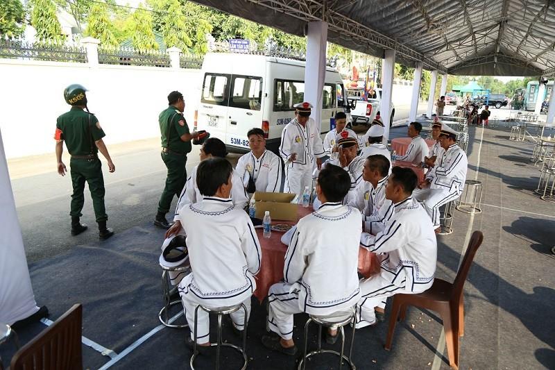Xe tang vào đón linh cữu cố Thủ tướng Phan Văn Khải - ảnh 2