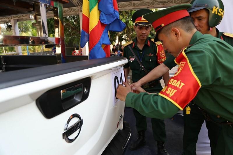 Xe tang vào đón linh cữu cố Thủ tướng Phan Văn Khải - ảnh 5