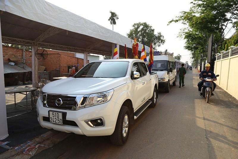 Xe tang vào đón linh cữu cố Thủ tướng Phan Văn Khải - ảnh 1