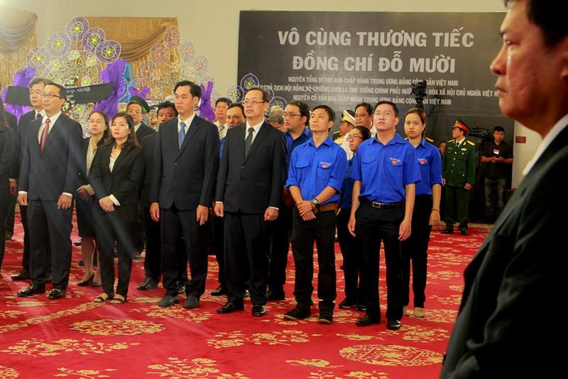 Dòng người vào viếng nguyên Tổng Bí thư Đỗ Mười tại TP.HCM - ảnh 4