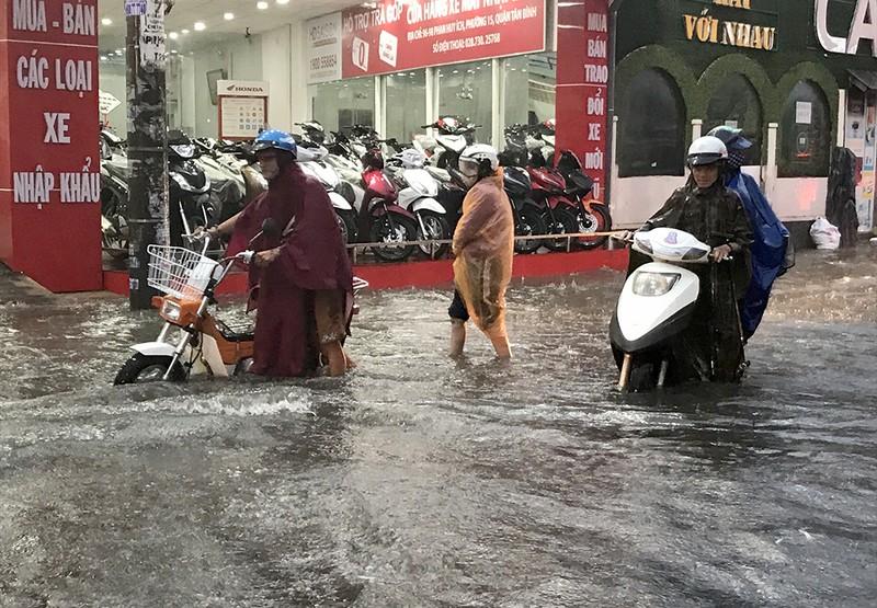 Bão số 9 gây ra cơn mưa lớn nhất từ trước đến nay tại TP.HCM - ảnh 2