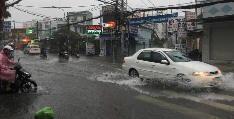 TP.HCM mưa khủng khiếp, kèm gió giật sau bão số 9 - ảnh 3