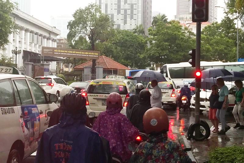 TP.HCM mưa khủng khiếp, kèm gió giật sau bão số 9 - ảnh 5