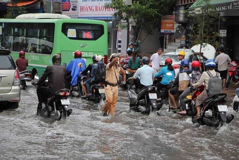 Trung tâm chống ngập TP.HCM nói gì về 66 tuyến đường bị ngập? - ảnh 2
