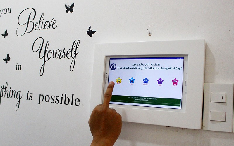 Tham quan toilet '5 sao' tại UBND quận 12 - ảnh 1