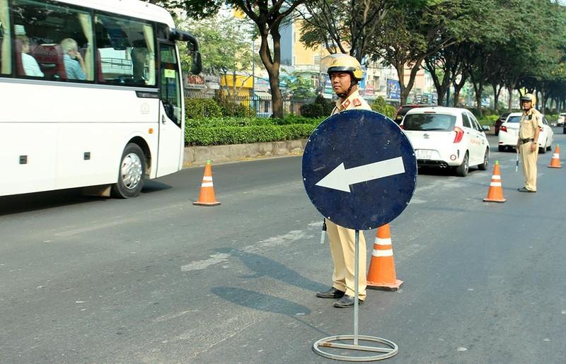 Tài xế không thắt dây an toàn bảo biết luật nhưng… xui, sơ ý - ảnh 1