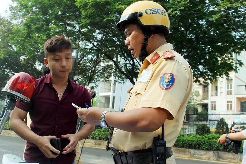 Tài xế không thắt dây an toàn bảo biết luật nhưng… xui, sơ ý - ảnh 4