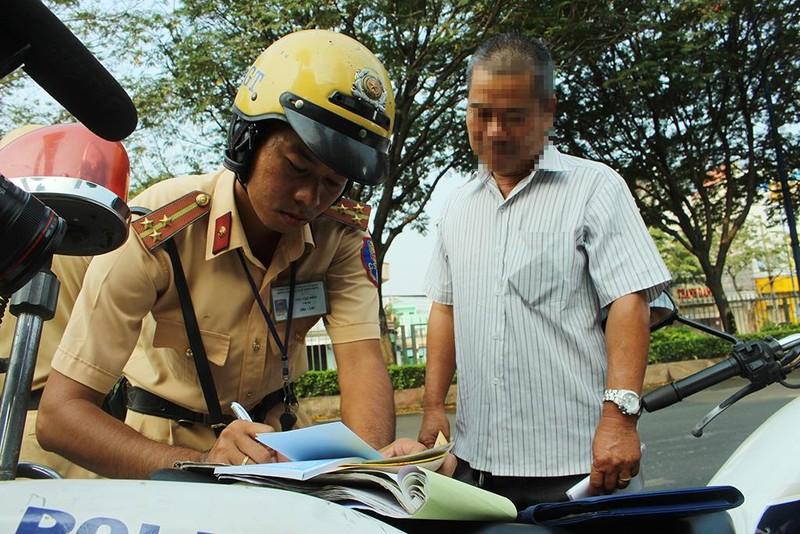 Tài xế không thắt dây an toàn bảo biết luật nhưng… xui, sơ ý - ảnh 3