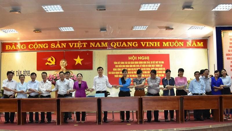 Quận Tân Bình: Buổi tối dân vẫn có thể lên phường nộp hồ sơ - ảnh 1