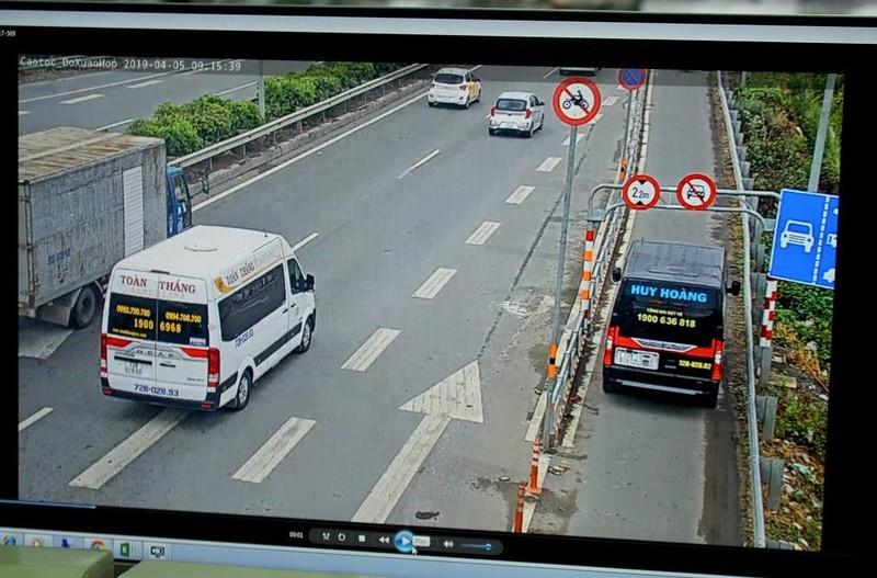 'Mắt thần' điểm mặt ô tô lấn làn xe máy ở đường dẫn cao tốc  - ảnh 1