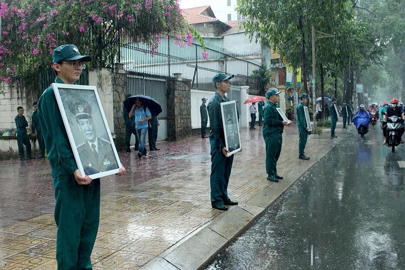 Những hình ảnh xúc động trước nhà riêng Đại tướng Lê Đức Anh - ảnh 1