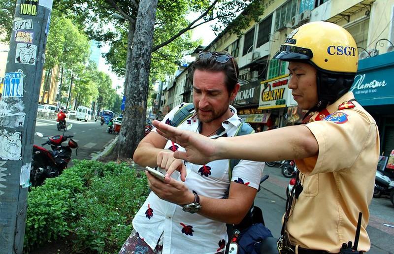 Du khách Mỹ bị CSGT 'vịn' ở phố Tây: Bỏ xe, không ký biên bản - ảnh 3