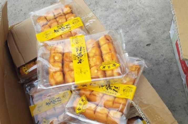 CSGT An Lạc bắt gần 1 tấn bánh Trung Quốc nghi nhập lậu - ảnh 2