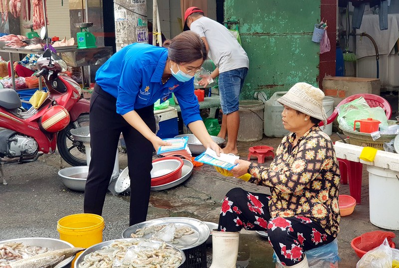Đoàn phường An Lạc A vào chợ tuyên truyền về dịch COVID-19 - ảnh 4