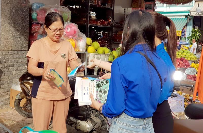 Đoàn phường An Lạc A vào chợ tuyên truyền về dịch COVID-19 - ảnh 3