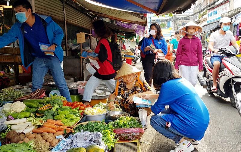 Đoàn phường An Lạc A vào chợ tuyên truyền về dịch COVID-19 - ảnh 1