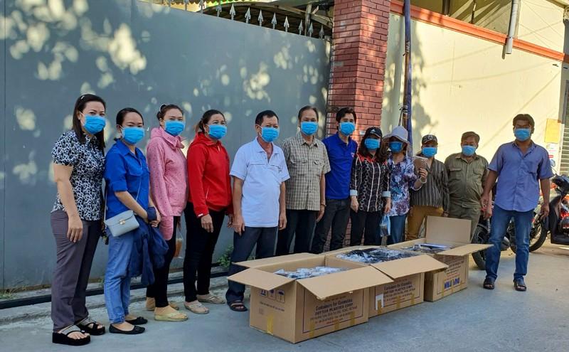 Tặng 5.000 khẩu trang cho 300 phòng trọ ở Bình Tân - ảnh 1