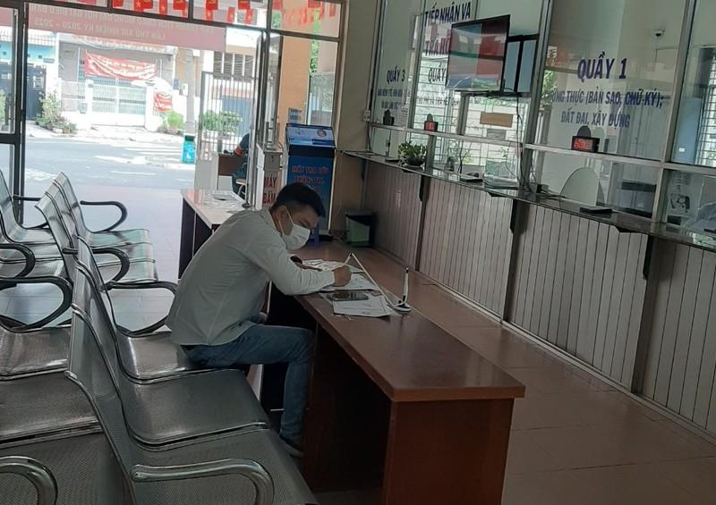 TP.HCM kiểm tra, phạt người không đeo khẩu trang nơi công cộng - ảnh 2