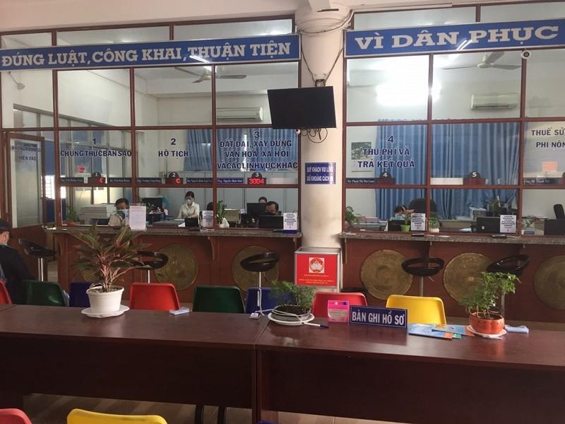 Ngày đầu thực hiện giãn cách xã hội tại các phường ở TP.HCM - ảnh 1